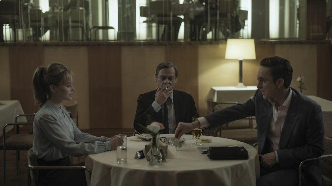 Day 48_Sc 1023: East Berlin / Restaurant: Annett (SONJA GERHARDT) and Schweppenstette (SYLVESTER GROTH) discuss the Beroxalin deal with Mr. Amend (ARND KLAWITTE).