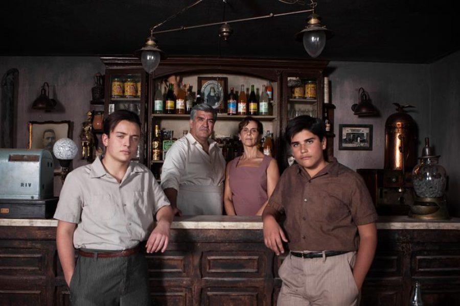 La famiglia Solara_Milo (Silvio) e Villa (Manuela) e in primo piano da sinistra Tammaro (Michele bambino) e Vuolo (Marcello) (Copy)
