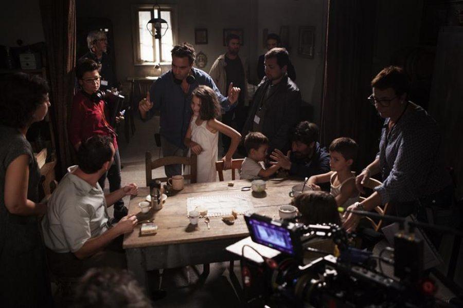 MBF_in the center, Saverio Costanzo & Elisa Del Genio (young Elena) with the crew_photo by Eduardo Castaldo (Copy)