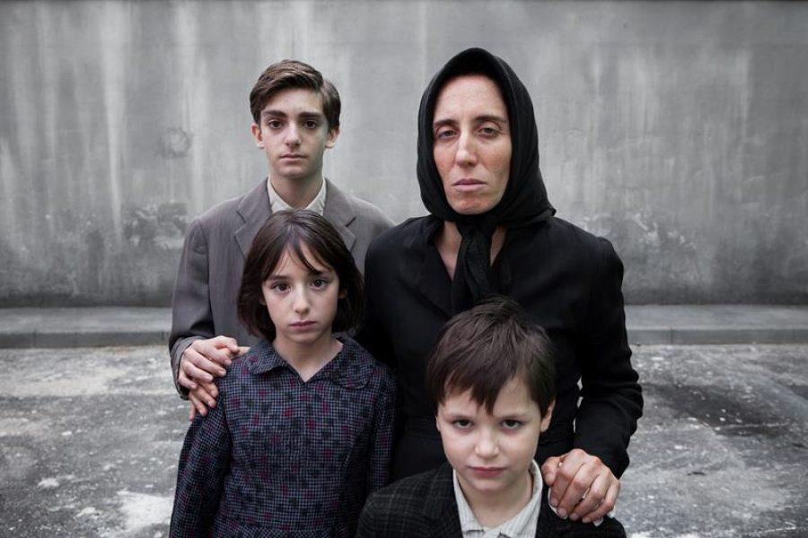 la famiglia Cappuccio_in alto da sinistra Domenico Cuomo (Antonio bambino) e Pina di Gennaro (Melina). in basso da sinistra Lucia Manfuso (Ada bambina) e Francesco Nocerino (altro figlio) (Copy)